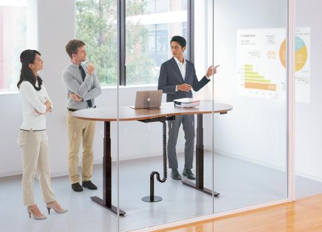 短時間の集中とスピーディーな決断を促進。効率のよいスタンディングミーティング。